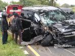 mobil-toyota-kijang-innova-telribat-kecelakaan-di-akses-jalan-jembatan-suramadu.jpg