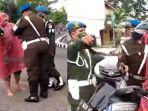 oknum-tni-memakai-jas-hujan-saat-melawan-polisi-militer-yang-sedang-menggelar-razia.jpg
