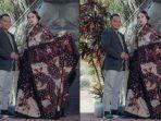 owner-batik-kade-pamekasan-abdus-somad-kiri-saat-mengenalkan-karya-motif-batik-terbarunya.jpg