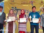 para-juara-dan-panitia-penyelenggara-festival-durian-di-puncak-ratu-pamekasan-madura.jpg