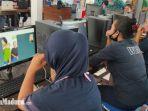 para-warga-binaan-lapas-perempuan-ii-a-sukun-malang-saat-melakukan-video-call.jpg