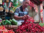 pedagang-bumbu-dan-cabai-di-pasar-baru-tuban-kamis-2312020.jpg