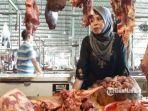 pedagang-daging-sapi-di-pasar-baru-gresik.jpg