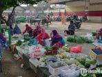 pedagang-pasar-baru-tuban-berjualan-di-trotoar.jpg