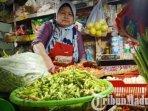 pedagang-penjual-sayur-mayur-dan-bumbu-dapur-di-pasar-wonokromo.jpg