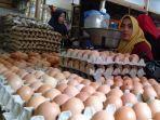 pedagang-telur-di-pasar-srimangunan-jalan-kh-wahid-hasyim-kabupaten-sampang.jpg