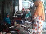 pedagang-udang-di-pasar-tradisional-kolpajung-pamekasan.jpg