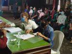 pekerja-migran-didata-ulang-di-kantor-disnakertrans-tulungagung-rabu-552021.jpg