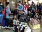 pekerja-migran-indonesia-pmi-asal-sumenep-mudik-dari-malaysia-dan-singapura.jpg