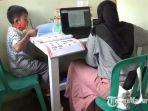 pelajar-memanfaatkan-akses-internet-gratis-di-pos-kamling-digital-di-kota-malang.jpg