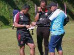 pelatih-madura-united-fc-menyiapkan-komposisi-pemain-untuk-perdana-liga-1-2021.jpg