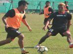 pemain-madura-fc-saat-menjalani-official-training-di-stadion-a-yani-sumenep.jpg