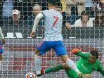 pemain-manchester-united-cristiano-ronaldo-saat-melesakkan-gol-ke-gawang-west-ham-united.jpg