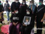 pemakaman-korban-jatuhmya-pesawat-sriwijaya-air-sj-182-fadly-satrianto-di-tpu-keputih.jpg
