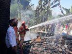 pembasahan-kebakaran-rumah-di-desa-banyu-urip.jpg