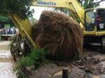pembersihan-saluran-air-dari-penyumbatan-sampah-di-wilayah-kabupaten-nganjuk.jpg