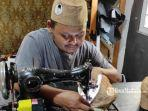 pembuatan-peci-berbahan-limbah-kain-goni.jpg