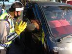 pemeriksaan-kendaraan-di-check-point-graha-kencana-kota-malang-di-hari-pertama-psbb.jpg