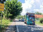pengendara-saat-melintas-area-black-spot-tepatnya-jalan-raya-jrengik-kabupaten-sampang.jpg