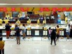 pengunjung-mengantre-di-tenantmall-royal-plaza-surabaya.jpg