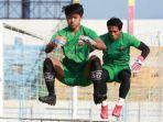 penjaga-gawang-madura-united-muhammad-ridho-saat-latihan-di-stadion-gelora-bangkalan.jpg
