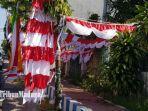 penjual-bendera-merah-putih-yang-ada-di-jalan-raya-trunojoyo-sumenep-kamis-582021.jpg
