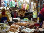 penjual-dan-pembeli-di-pasar-tanjung-jember-wajib-bermasker.jpg