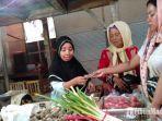 penjual-rempah-rempah-di-pasar-srimangunan-sampang-madura-kamis-212019.jpg