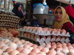 penjual-telur-di-pasar-srimangunan-sampang.jpg