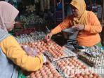 penjual-telur-di-pasar-srimangunan.jpg