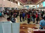 penumpang-ketika-melakukan-check-in-di-terminal-1-bandara-juanda-surabaya.jpg