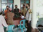 penyaluran-bantuan-tunai-kantor-balai-desa-kertagena-laok-pamekasan.jpg