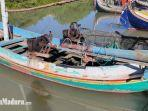 perahu-milik-korban-dan-suasana-saat-korban-dimandikan-di-rumahnya-sabtu-2762020.jpg