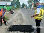 perbaikan-jalan-berlubang-di-kabupaten-sampang.jpg