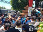 pergerakan-mahasiswa-islam-indonesia-pmii-geruduk-pelantikan-dprd-jatim-periode-2019-2024.jpg