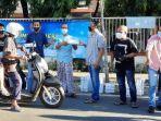 persatuan-wartawan-indonesia-pwi-kabupaten-sumenep-membagikan-takjil-untuk-pengendara.jpg