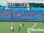 pertandingan-uji-coba-antara-arema-fc-vs-semeru-fc-di-stadion-kanjuruhan-malang.jpg