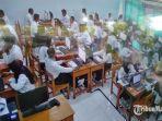 peserta-saat-mengikuti-ujian-seleksi-kompetensi-dasar-skd-cpns-2020-di-sampang-madura.jpg