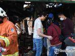 petugas-berada-di-lokasi-toko-elektronik-yang-habis-terbakar-di-jalan-kranggan-surabaya.jpg