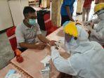 petugas-dinas-kesehatan-kabupaten-malang-menggelar-rapid-test.jpg