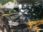 petugas-inafis-satreskrim-polrestabes-surabaya-saat-menunjukkan-mobil-yang-digunakan-begal.jpg