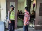 petugas-kepolisian-di-gereja-sidoarjo-minggu-2832021.jpg