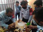 petugas-lapas-jombang-menemukan-pil-koplo-dalam-buah-salak-yang-dibawa-salah-satu-pengunjung.jpg