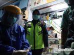 petugas-medis-melakukan-rapid-test-pedagang-di-pasar-lawang-kabupaten-malang.jpg