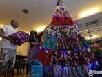 pohon-natal-berbahan-kain-batik-pamekasan.jpg