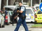 polisi-berjaga-usai-terjadi-penembakan-terhadap-jamaah-salat-jumat.jpg