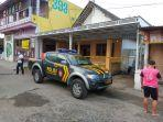 polisi-melakukan-evakuasi-warga-bunuh-diri-di-desa-purwokerto-kabupaten-kediri.jpg