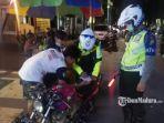 polisi-menindak-tilang-pengendara-motor-di-gresik.jpg