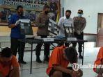 polisi-menunjukkan-barang-bukti-dan-tersangka-kasus-peredaran-narkoba.jpg