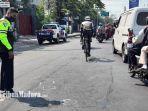polisi-saat-lakukan-olah-tkp-kecelakaan-yang-menewaskan-pengendara-sepeda.jpg
